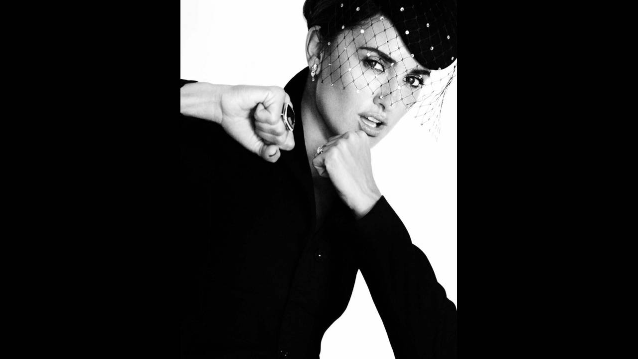 https://cdn.cnngreece.gr/media/news/2017/05/24/82018/photos/snapshot/Penelope-Cruz-Vogue-Spain-2016-Photoshoot04.jpg