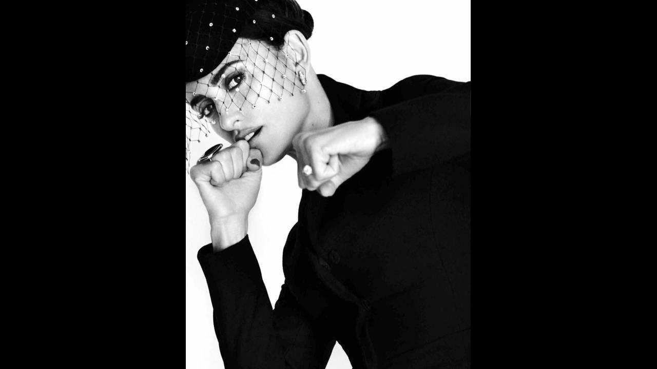 https://cdn.cnngreece.gr/media/news/2017/05/24/82018/photos/snapshot/Penelope-Cruz-Vogue-Spain-2016-Photoshoot08.jpg