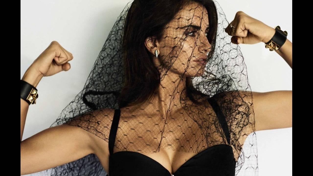 https://cdn.cnngreece.gr/media/news/2017/05/24/82018/photos/snapshot/Penelope-Cruz-Vogue-Spain-2016-Photoshoot12.jpg