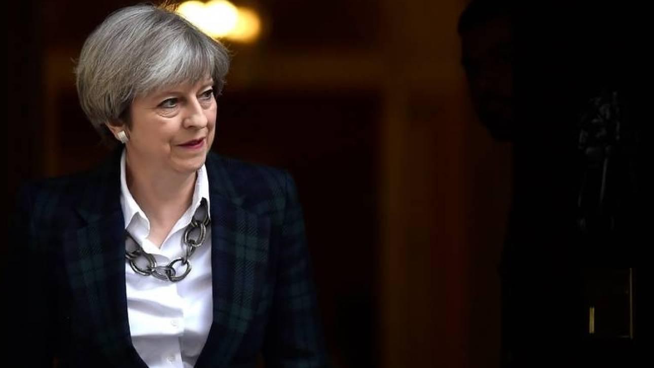 Εσπευσμένα επιστρέφει στη Βρετανία η Τερέζα Μέι από τη σύνοδο των G7