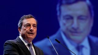 ΕΚΤ: Καμία αύξηση επιτοκίων πριν τελειώσει το QE