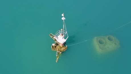Το ναυάγιο «μεσαριά» του Ευβοϊκού που αρνείται να βουλιάξει
