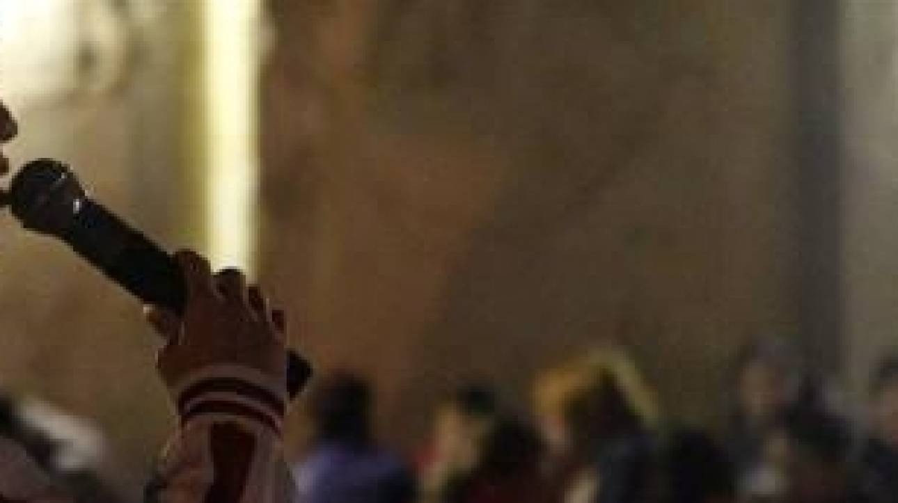 Ματωμένος γάμος για ένα καραόκε: Τον μαχαίρωσε επειδή τον γιούχαραν