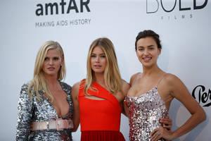 Lara Stone, Doutzen Kroes & Irina Shayk pose