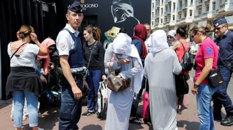 Συνελήφθησαν 10 γυναίκες που σχεδίαζαν να κάνουν μπάνιο φορώντας μπουρκίνι στις Κάννες (pics)