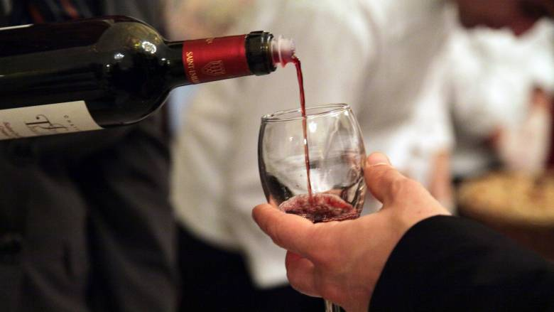 Αποστόλου: Κατάργηση του Ειδικού Φόρου Κατανάλωσης στο κρασί εντός του έτους