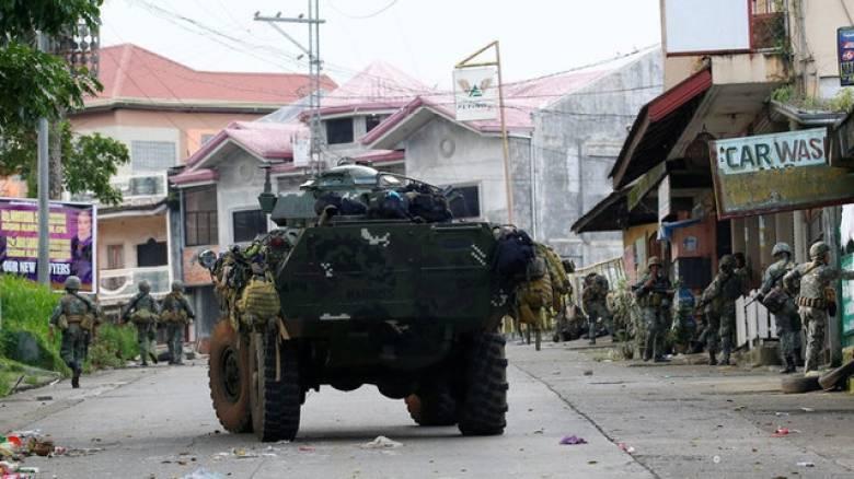 Φιλιππίνες: Δεκάδες νεκροί από τις συγκρούσεις του στρατού με τους τζιχαντιστές (pics)