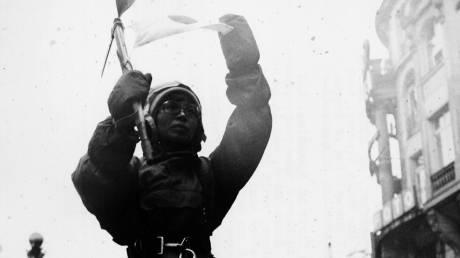 Σαν σήμερα ο άνθρωπος κατακτούσε το Έβερεστ – Ποια ήταν η πρώτη γυναίκα που τα κατάφερε