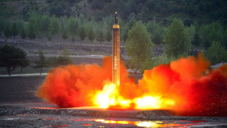 Τραμπ: Ασέβεια προς την Κίνα η νέα πυραυλική δοκιμή Βόρειας Κορέας