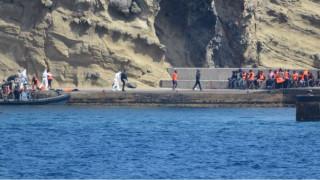 Ισπανία: 34 πρόσφυγες σώθηκαν από τη βάρκα τους που πήρε φωτιά (vid)
