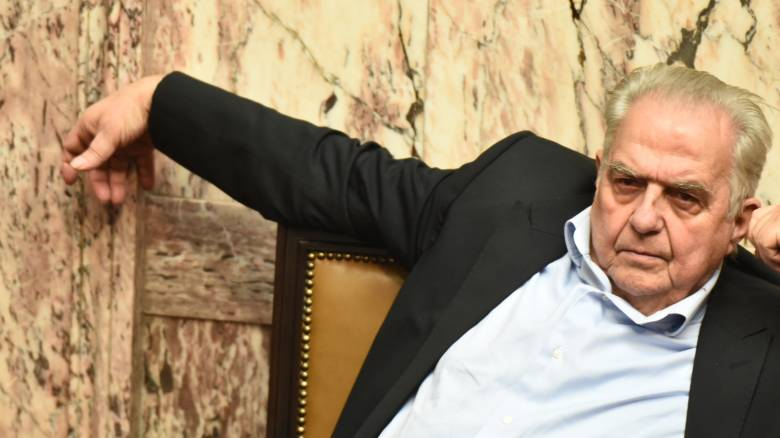 Επίθεση με μολότοφ στο σπίτι του Φλαμπουράρη μετά τη ψήφιση των μέτρων