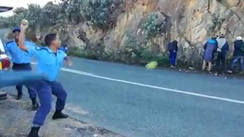 Σάλος με βίντεο που δείχνει αστυνομικούς να κακομεταχειρίζονται κλέφτες...μήλων (vid)