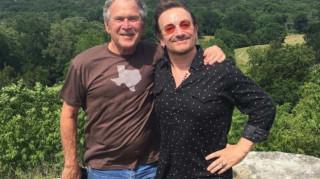 Μπόνο & Τζορτζ Μπους: Το νέο bromance που δεν περίμενε κανείς εκπλήσσει