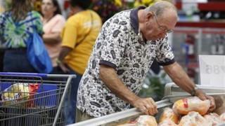 Οι Ρώσοι θέλουν ανοιχτά τα σουπερμάρκετ βράδια και Σαββατοκύριακα