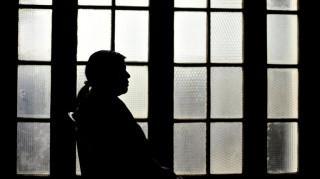 Η απίστευτη ιστορία ενός θύματος βιασμού: Οι γονείς της την ανάγκασαν να παντρευτεί τον βιαστή της