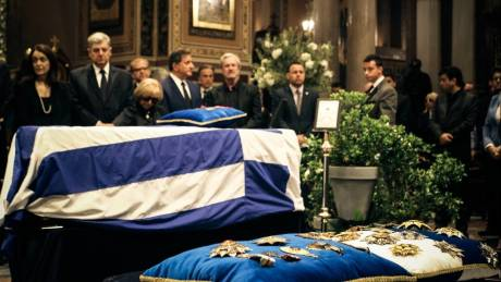 Πλήθος κόσμου αποχαιρετά τον Κωνσταντίνο Μητσοτάκη