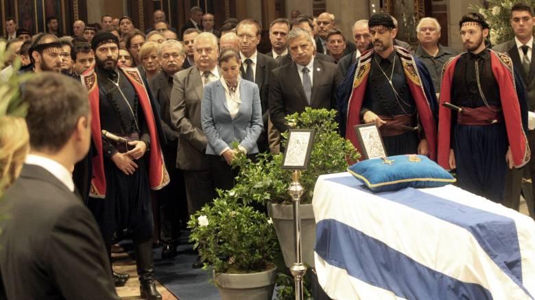Κηδεία Μητσοτάκη: Το «αντίο» των Βρακοφόρων της Κρήτης (pics)