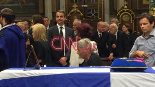 Κηδεία Μητσοτάκη: Ο Κυριάκος Μητσοτάκης δέχεται τα συλλυπητήρια του κόσμου (pics&vid)