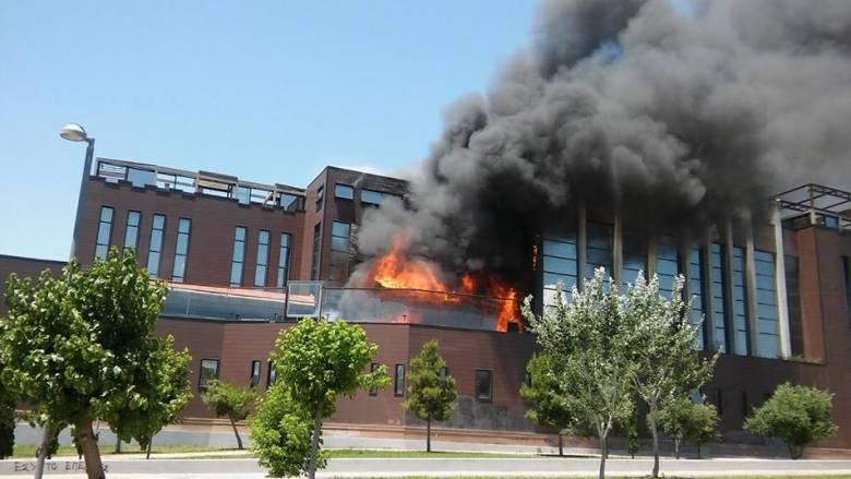 Μεγάλη φωτιά στην Πειραιώς