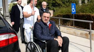 Λιποθύμησε ο Ισίδωρος Κούβελος έξω από τη Μητρόπολη Αθηνών