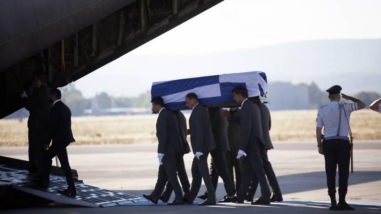 Ο λόγος που καθυστέρησε η απογείωση του C-130 με τη σορό του Κ.Μητσοτάκη