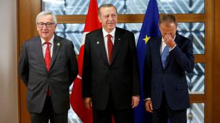Γιούνκερ στον Ερντογάν: Η θανατική ποινή είναι κόκκινη γραμμή