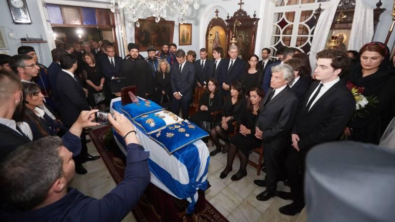 Η Κρήτη αποχαιρετά τον Κωνσταντίνο Μητσοτάκη - Σήμερα η ταφή του (pics&vid)