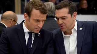 Handelsblatt: Η μόνη ελπίδα του Τσίπρα είναι η πρόταση Μακρόν για το χρέος
