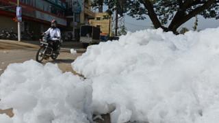 Τοξικός αφρός «έπνιξε» τη Μπανγκαλόρ