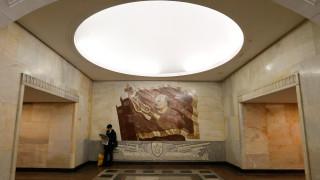 Λένιν, WiFi και ...σέλφι στο πανέμορφο μετρό της Μόσχας (pics)