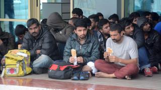 Η ΕΕ πιέζει την Ελλάδα να μειώσει τον αριθμό των αιτούντων άσυλο