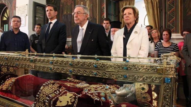 Το λείψανο της Αγίας Ελένης προσκύνησε ο τέως βασιλιάς Κωνσταντίνος