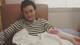 Ολίβια Νιούτον Τζον-Σάνεν Ντόχερτι: Η θαρραλέα δημόσια μάχη τους με τον καρκίνο