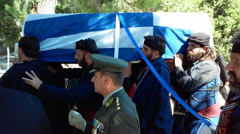 Η συγκλονιστική φωτογραφία στην κηδεία του Κωνσταντίνου Μητσοτάκη