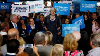 Δημοσκόπηση Βρετανία: Νίκη των Συντηρητικών της Μέι χωρίς αυτοδυναμία
