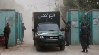 Τρεις εκρήξεις σε κηδεία στο Αφγανιστάν σκόρπισαν το θάνατο