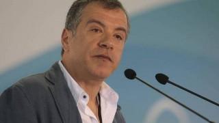 Ο Σταύρος Θεοδωράκης στο twitter για υπόθεση Παπαντωνίου
