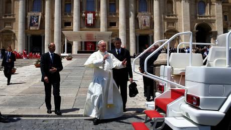 Η προσευχή του Πάπα για τα θύματα από το διπλό χτύπημα στο Λονδίνο