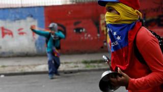 Με άδειες κατσαρόλες στους δρόμους του Καράκας