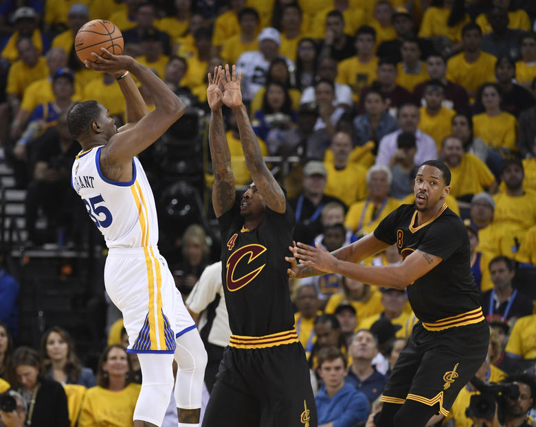 2017 06 05T010049Z 1011786432 NOCID RTRMADP 3 NBA FINALS CLEVELAND CAVALIERS AT GOLDEN STATE WARRIORS