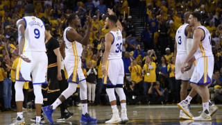 NBA Finals: Οι Γουόριορς συνέτριψαν τους Καβς και προβάρουν το δαχτυλίδι (vid)