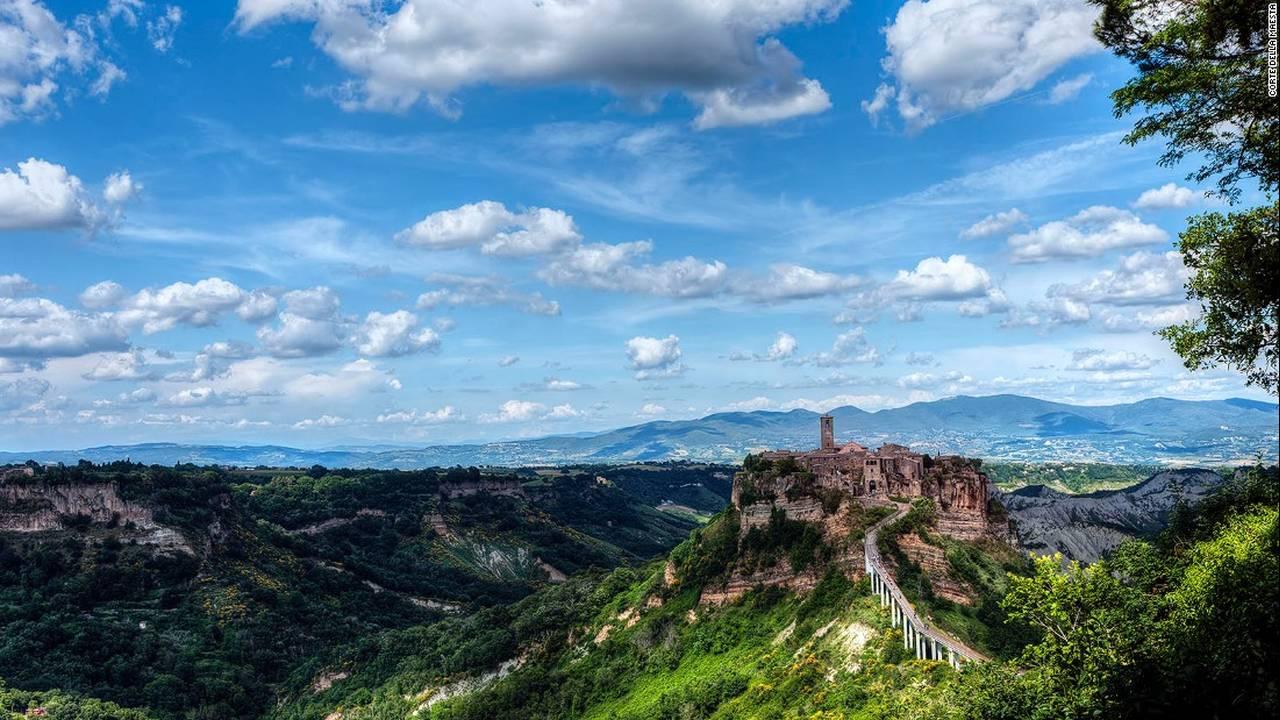 Civita di Bagnoregio, Βιτέρμπο: Η πόλη Civita ανακαλύφθηκε πριν από 2.500 χρόνια από τους Ετρούσκους (αρχαίος λαός που κατοικούσε στην Ετρουρία). Η πόλη βρίσκεται σε συνεχή κίνδυνο καταστροφής λόγω της διάβρωσης.