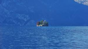 Lake Iseo, Λομβαρδία: Η λίμνη Iseo βρίσκεται ανάμεσα των διάσημων λιμνών Como και Garda. Μόνο που είναι μικρότερη, πιο ήσυχη και ίσως εντυπωσιακότερη.