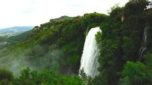Cascata delle Marmore, Τέρνι: Ο Cascata delle Marmore είναι ένας καταρράκτης δημιουργημένος από τους Ρωμαίους. Το ύψος του φτάνει τα 165 μέτρα.