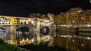 Ponte Vecchio (Παλαιό Γεφύρι), Φλωρεντία: Το Παλαιό Γεφύρι αποτελεί ορόσημο για τη Φλωρεντία και φημίζεται για τα μαγαζιά του.