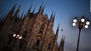 Καθεδρικός Ναός του Μιλάνου: Ο γοτθικός καθεδρικός ναός χρειάστηκε 6 αιώνες για να χτιστεί. Είναι η μεγαλύτερη εκκλησία της Ιταλίας και ο 5ος μεγαλύτερος χριστιανικός ναός του κόσμου.