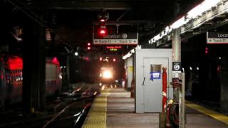 Πανικός στο μετρό της Νέας Υόρκης - Εκατοντάδες επιβάτες εγκλωβίστηκαν σε συρμό (pic&vid)