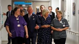 Επίθεση στο Λονδίνο: Στο πλευρό των τραυματιών ο Κάρολος και η Καμίλα