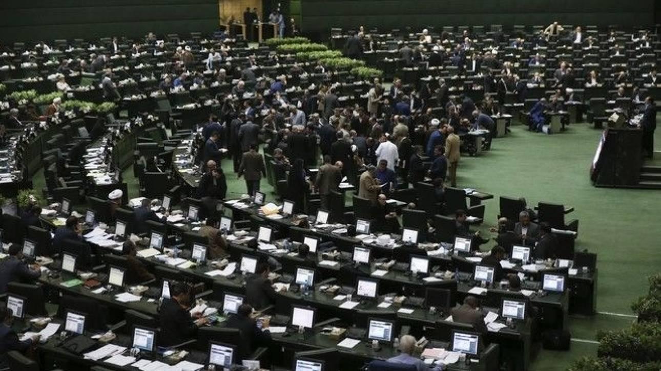 Πυροβολισμοί στο κοινοβούλιο του Ιράν