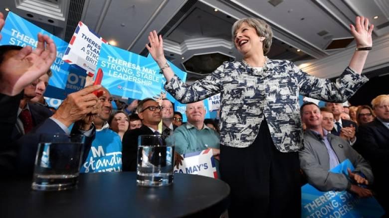 Εκλογές Βρετανία: 12 μονάδες μπροστά η Μέι σε νέα δημοσκόπηση
